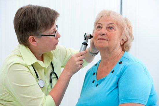 Серная пробка в ухе – симптомы, лечение