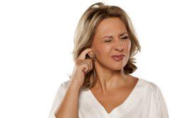 Почему чешутся уши?