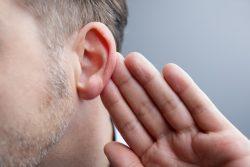 Отосклероз: причины, симптомы и лечение