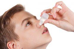Сосудосуживающие капли в нос для детей: обзор средств и рекомендации по применению