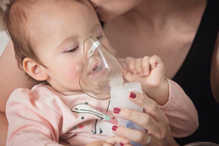 Ингаляции при насморке небулайзером, ингалятором и физраствором. Чем делать ингаляции при насморке у детей и взрослых